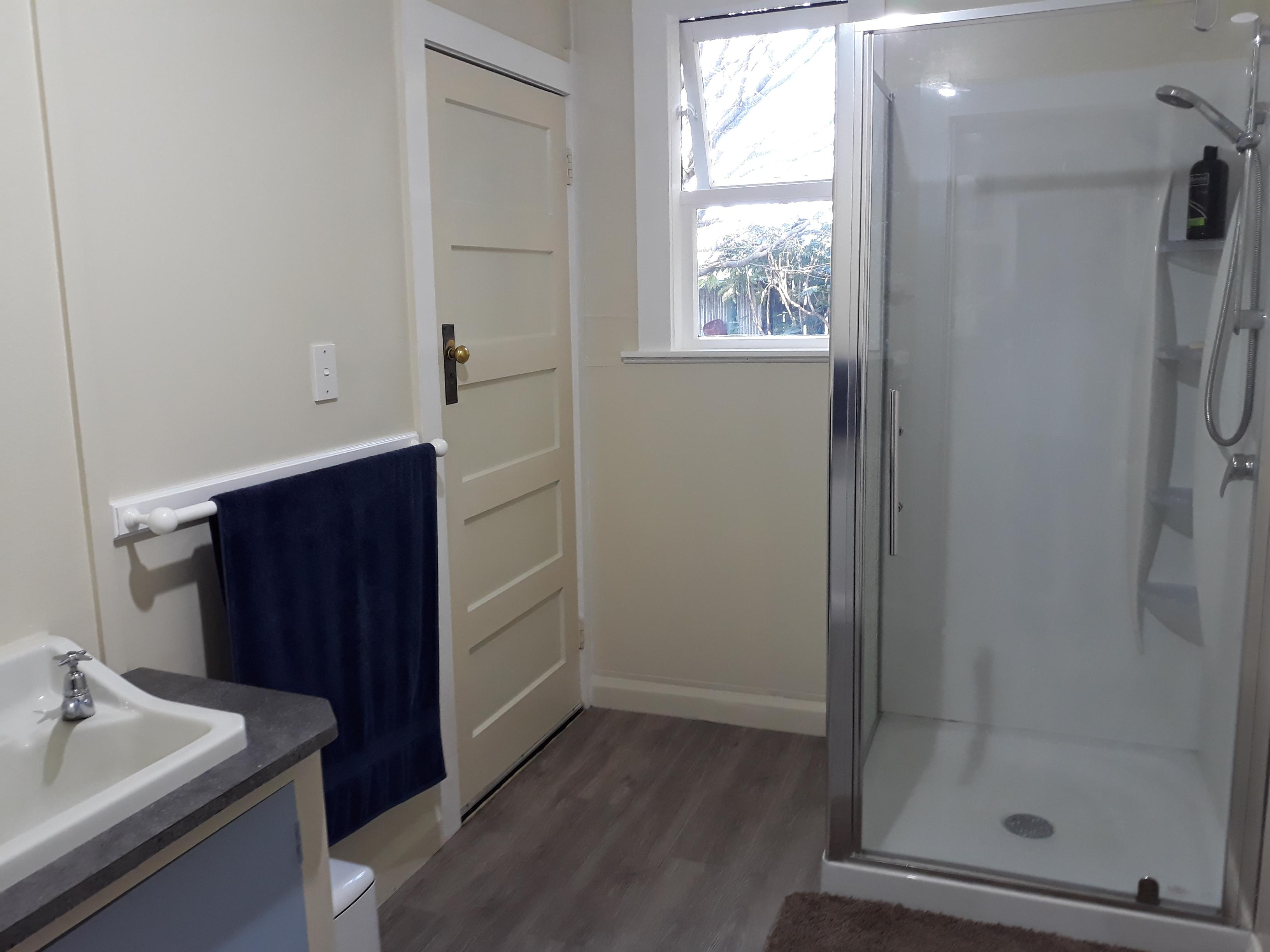 Fly Fishing Accommodation - Bathroom